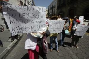 Marchan y exigen renuncia de Moreno Valle en Puebla / Foto: Víctor Hugo Rojas - Proceso