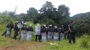 La policía estatal realiza una valla al mando del comandante S. Cruz T.