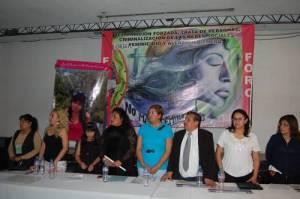 Madres de menores desaparecidas, legisladores y activistas, ayer, durante el foro Basta de desaparición de personas, feminicidios y trata de personas, realizado en el municipio de Ecatepec, estado de México. Foto: Mario A. Núñez López / La Jornada