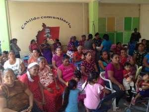 A principios de febrero, mujeres indígenas del municipio de Juchitán, Oaxaca, compartieron experiencias de lucha contra proyectos trasnacionales y exigieron reconocimiento como cabildo comunitario, pues los alcaldes que han gobernado, dijeron, se quedan con los recursos de la comunidad. Foto: Diana Manzo - La Jornada
