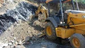 Máquinas retroexcavadoras que trabajadores de la empresa Sigma utilizan para saquear carbón de modo ilegal en la mina situada en Huautla, Hidalgo, según denunciaron vecinos de la localidad Las Pilas. Foto: Juan Ricardo Montoya /La Jornadad