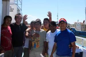 Parte de los 12 comuneros de Holbox, en Quintana Roo, que estuvieron presos más de ocho meses, acusados de cortar mangle. Fueron liberados ayer mediante un amparo, y señalaron que no interpondrán querella alguna contra las autoridades / Foto Carlos Águila - La Jornada