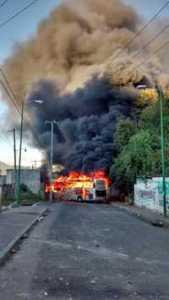 Enfrentamiento con pobladores en Oxchuc; hay 66 policías lesionados / Foto La Jornada