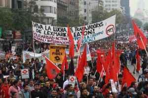 En marcha y mitin, trabajadores expresan rechazo al Transpacífico / Foto: Roberto García Ortíz-La Jornada