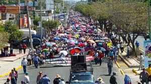 En Chiapas, maestros del SNTE marchan contra la reforma educativa / Foto: Elio Henríquez - La Jornada